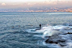 عکس/ ماهیگیری در ساحل بیروت