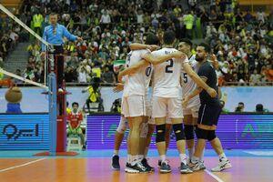 فیلم/ اهدای جام قهرمانی به ملی پوشان والیبال