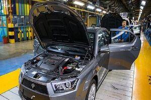 خودروهای کف کارخانه ایران خودرو به نصف کاهش یافت