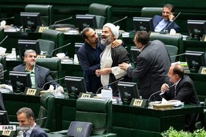 ماجرای درگیری لفظی یک نماینده مجلس با علی لاریجانی