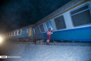 انتقال پیکر ۴نفر از جانباختگان حادثه قطار به پزشکی قانونی