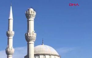 افتادن مناره مسجد جامع آوجیلار بر اثر وقوع زلزله 5.7 ریشتری ترکیه