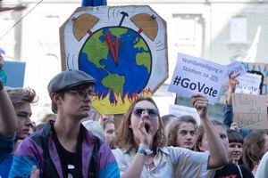 راهپیمایی اعتراضي به سیاست های زیست محیطی در سوئيس