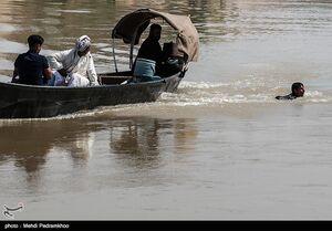 تردد خطرناک اهالی روستاهای عنافچه با قایق اهواز