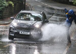 عکس/ وزش باد شدید و باران در انگلیس