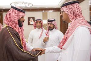 دیدارخانواده محافظ کشته شده با شاه سعودی +عکس