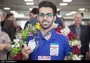 عکس/ استقبال از قهرمان وزنه برداری جهان در کرمانشاه