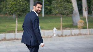 چرا آذری جهرمی پرچم مبارزه با «ارزش افزوده» در دست گرفته است؟+عکس