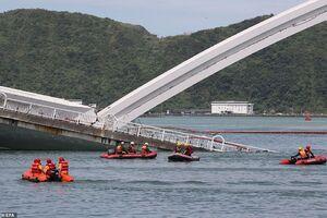 ریزش وحشتناک یک پل در تایوان
