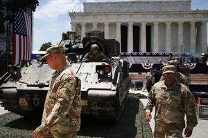 فرمانده سنتکام: نیروهای آمریکا فعلا در منطقه می مانند