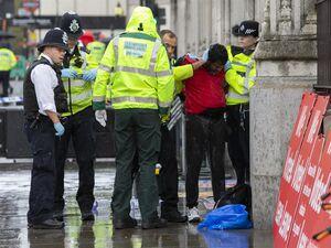 خود سوزی یک فرد مقابل پارلمان انگلیس