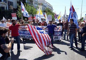 فیلم/ آتشزدن پرچم آمریکا در یونان