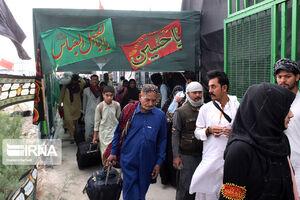 ورود زائران حسینی پاکستانی در گذرگاه مرزی میرجاوه