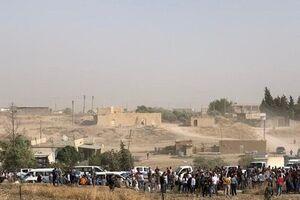 تجمع سوری ها نزدیک پایگاه آمریکایی