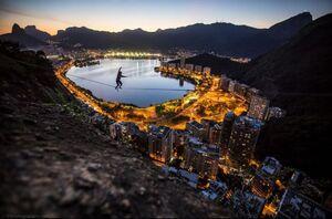 عکس/ بندبازی بر فراز «ریو دو ژانیرو»