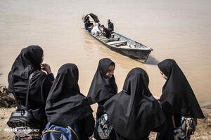 عکس/ تردد مردم روستاهای عنافچه با قایق