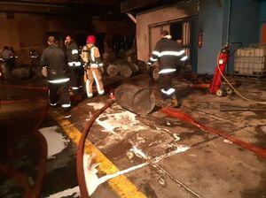 آتشسوزی کارخانه رنگ در جاده مخصوص +عکس