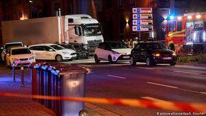 عکس/ تصادف خونین کامیون با چند خودرو