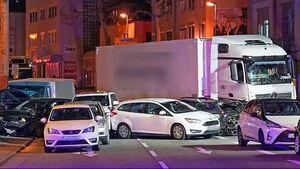 تصادف خونین کامیون با چند خودرو