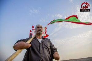 علمدار بی دست در راهپیمایی اربعین