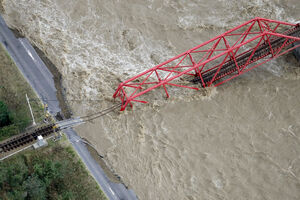 سقوط پل ریلی در ژاپن