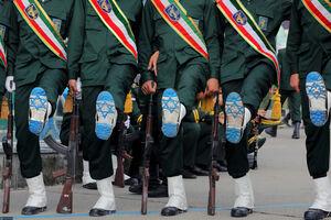 عکس/ پرچم رژیم صهیونیستی زیر پوتین پاسداران