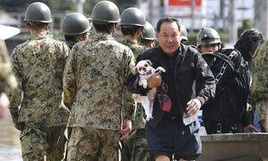 هزاران نظامی ژاپنی به عملیات امداد سیلزدگان پیوستند