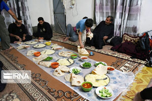 عکس/ استقبال گرم عراقیها از زائرین