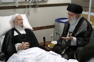 عکس/ عیادت رهبرانقلاب از آیتالله مکارم در بیمارستان