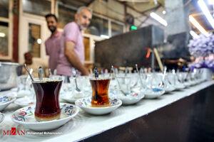 عکس/ پذیرایی از زائران با چای عراقی و ایرانی
