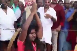 فیلم/  شکنجه زنان در یک مراسم سنتی!