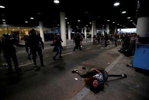 عکس/ آشوب و درگیری در فرودگاه اسپانیا