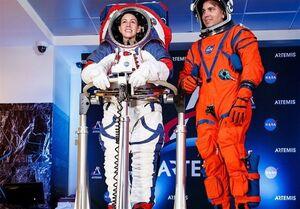 لباسهای جدید ناسا برای سفر به ماه رونمایی شد +عکس
