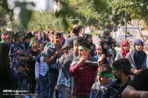 عکس/ راهپیمایی کودکان حسینی در روز اربعین