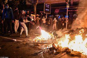 عکس/ خیابانهای اسپانیا غرق در دود و آتش