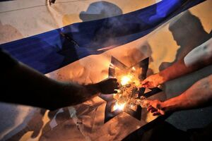 آتش زدن پرچم اسرائیل در لبنان