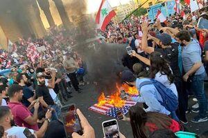 پرچم فلسطین، برافراشته و پرچم آمریکا آتش زده شد +عکس و فیلم