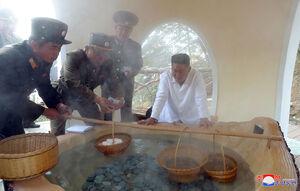 عکس/ بازدید رهبر کره شمالی از یک منطقه گردشگری