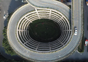 عکس/ نمایی متفاوت از یک پارکینگ طبقاتی در چین