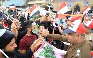 نیروهای امنیتی عراق به استقبال تظاهرکنندگان رفتند +عکس