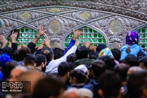 حرم امام رضا(ع) مملو از زائران
