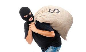 فیلم/ کتک زدن یک دزد توسط مردم و پلیس در لندن