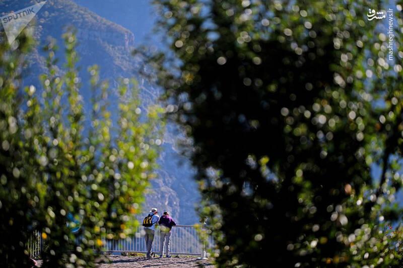توریست ها در ارتفاعات ایروان
