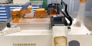 رباتی که «پنیر کبابی» درست میکند +عکس و فیلم