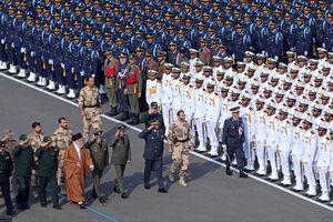 فیلم/ سان دیدن فرمانده کل قوا از افسران ارتش