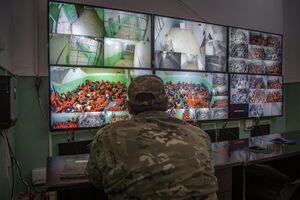عکس/ اتاق مانیتورینگ زندانیهای داعشی
