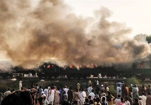 فیلم/ تصادف مرگبار قطار و اتوبوس در پاکستان