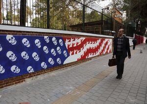 طرح نقاشی روی دیوار لانهجاسوسی آمریکا در بغداد +عکس