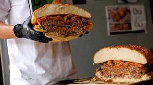 همبرگر غول پیکر
