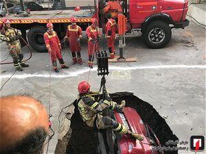 فروکش زمین خودروی سواری را بلعید